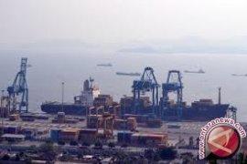 Reformasi kinerja pelabuhan untuk poros maritim