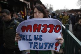 Mahathir kaji ulang kontrak pencarian MH370