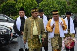 Sultan Bahagia Dapat Kunjungan Warga Malaysia