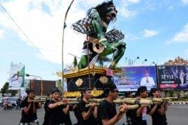 Ratusan Ogoh-ogoh parade di Bali