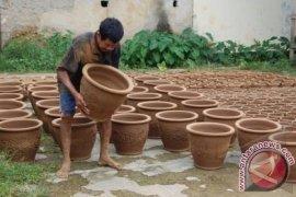 Produksi keramik Purwakarta menurun 50 persen