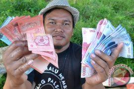 Warga Tembawang gunakan Ringgit Malaysia dalam transaksi jual beli