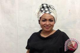 Lagu Rieka Roeslan berjodoh dengan film Fira Basuki