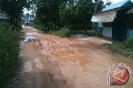 Jalan Kampung Baru di Sungai Ayak Rusak