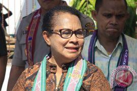Menteri Yohana tinjau pelatihan TI bagi perempuan pelaku industri rumahan