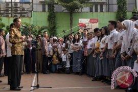 Presiden Tinjau UN SMA Jakarta