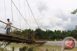 Jembatan Putus Dua Gampong di Aceh Tengah Terisolir