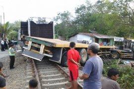 Lokomotif KA Tabrak Truk di Siantar