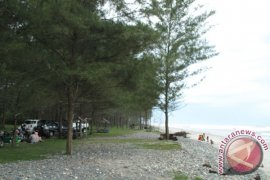 Objek wisata pantai Mukomuko mulai ramai