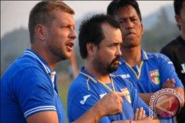 Mitra Kukar Siapkan Pelatih Pengganti Scott Cooper