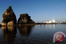 Liburan panjang membuat Pantai Sawarna diserbu turis lokal