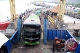 Penumpang KMP Mufidah Dievakuasi Setelah 10 Jam