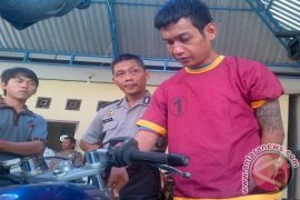 Seorang pemuda mengaku polisi larikan motor warga