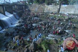 Kelurahan Tanah Sareal Juara Lomba Mulung Ciliwung
