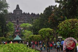 Borobudur diterangi warna oranye dukung penghapusan kekerasan