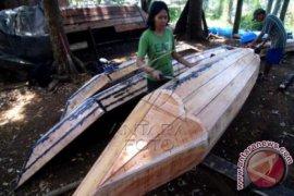 Aidi Pembuat Perahu Dari Sei Bilah