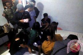 Tiga Wanita Pesta Miras Di Hotel Saat Ramadhan
