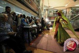 """Dokter-Suster Husada Utama  Peragaan Baju Muslim di """"Catwalk"""" Rumah Sakit"""