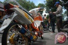 Polres Sukabumi Sita Ratusan Knalpot Bising