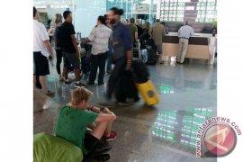 Penerbangan Denpasar-Surabaya Terganggu Akibat Erupsi Gunung Raung