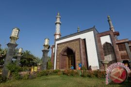 Tradisi malam pasang lampu masjid Minahasa Tenggara