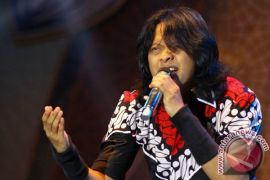 "Armand Maulana rilis video klip single ""Tunggu di Sana"""