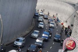 Kepadatan lalu lintas terjadi di jalur tengah Jabar