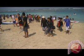 Pantai Pandawa Dipadati Pengunjung
