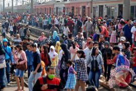 Emil Salim kritisi program kereta cepat