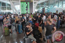 Ribuan orang padati Bandara Ngurah Rai