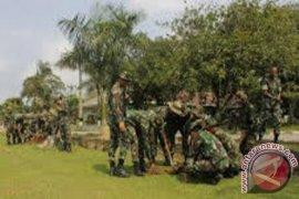 TNI Tanam Bakau Cegah Abrasi Sungai Duri