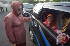 Risma nyaris pingsan ditabrak pelajar Surabaya