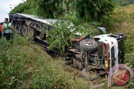 Truk masuk jurang dua warga Kupang tewas