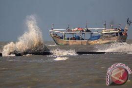 BMKG: gelombang Selat Karimata mencapai 3,0 meter pada Senin