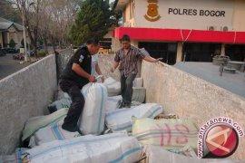 Polres Bogor gagalkan pengiriman satu ton ganja