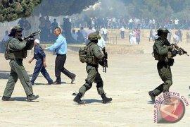 Buru Orang Palestina, Tentara Israel Serbu Masjid Al-Aqsha