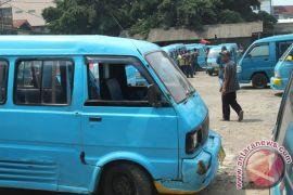 Sopir angkot Cilegon mogok protes kehadiran taksi online