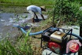 Pemkab Bangka Barat Salurkan Bantuan Pompa Air