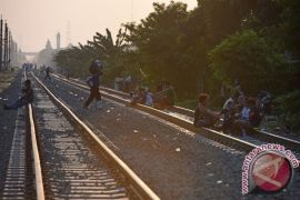 Sedang dibangun rel ganda commuter line Jakarta-Rangkas