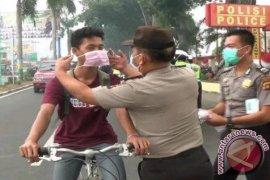 Kapolda bagikan ribuan masker ke pengguna jalan