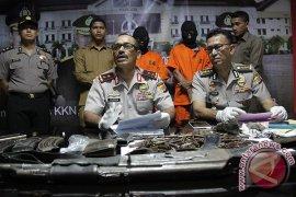 Polisi Tangkap Dua Tersangka Bom
