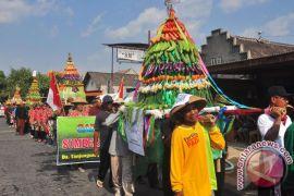 Tarik wisatawan ke Yogyakarta, upacara Sedekah Gunung malam Sura tetap digelar