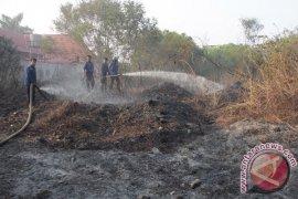 Kebakaran lahan Bengkulu merambat ke rumah warga