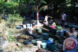Warga Pulau Maya Beli Air Bersih Rp12 ribu/Liter