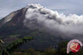 Gunung Sinabung Meletus Setinggi Tiga Kilometer
