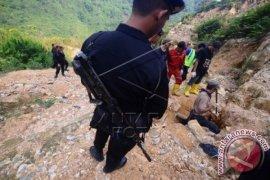 Evakuasi Korban Longsor Tambang Berlanjut