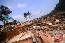 Anggota Basarnas Kesulitan Evakuasi Penambang Dari Lubang