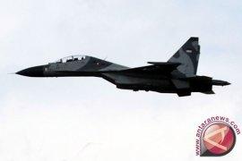 Atraksi pesawat tempur sukhoi dan f-16 meriahkan upacara hut RI