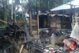 Dua Unit Rumah Di Madina Hangus Terbakar