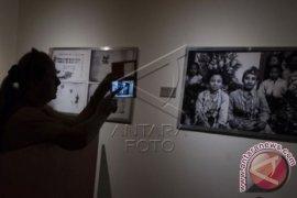 Oscar Motuloh Terima Penghargaan Kebudayaan 2015